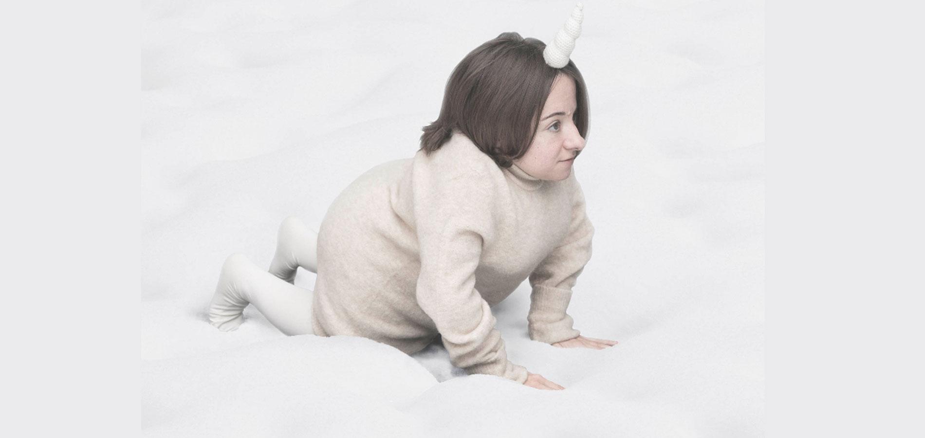 Bild. Auf dem Bild ist Chiara Bersani's Gentrle Unicorn. Photo by Roberta Segata Courtesy Centrale Fies. Disability Arts International