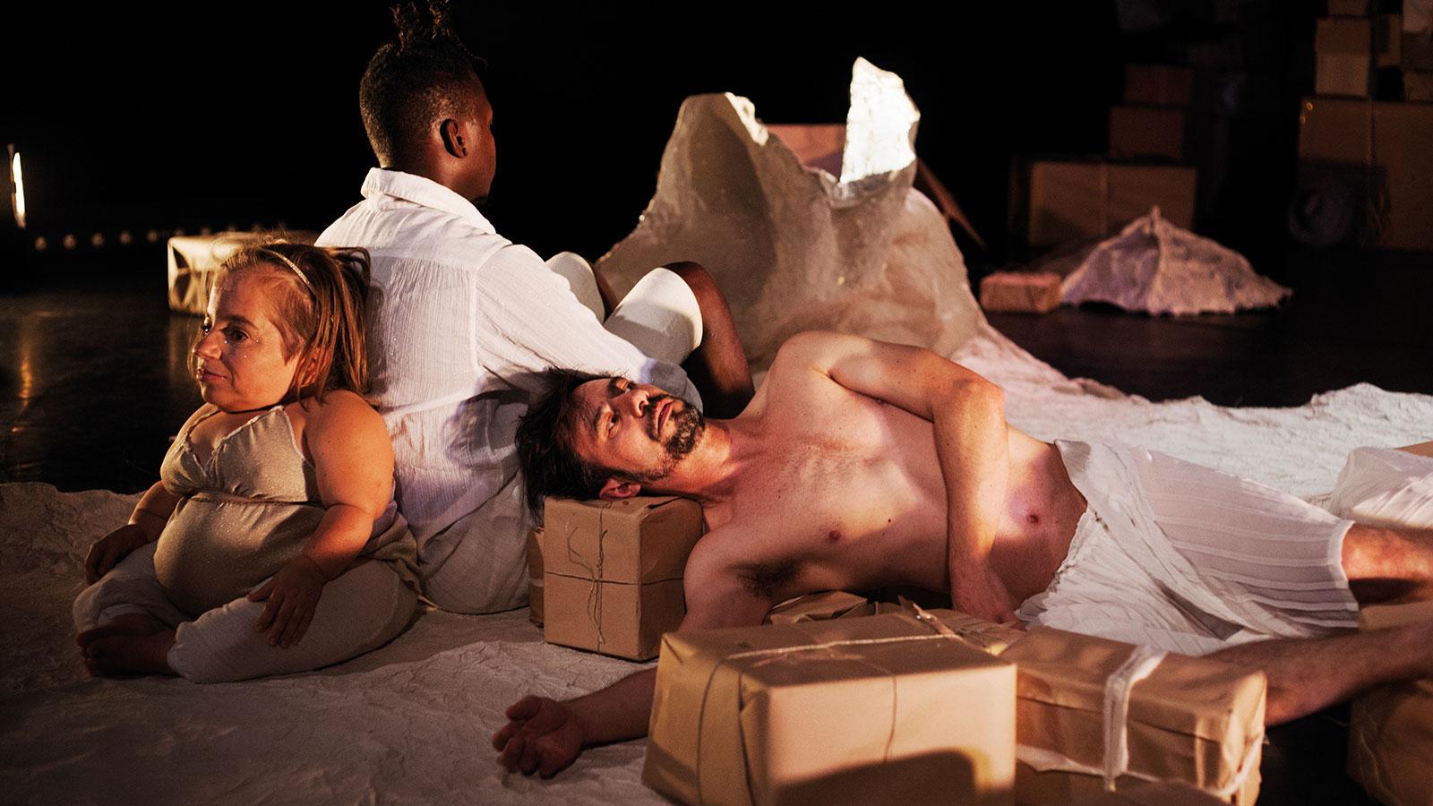 PRESENT Performance / Photo: Carlos Collado