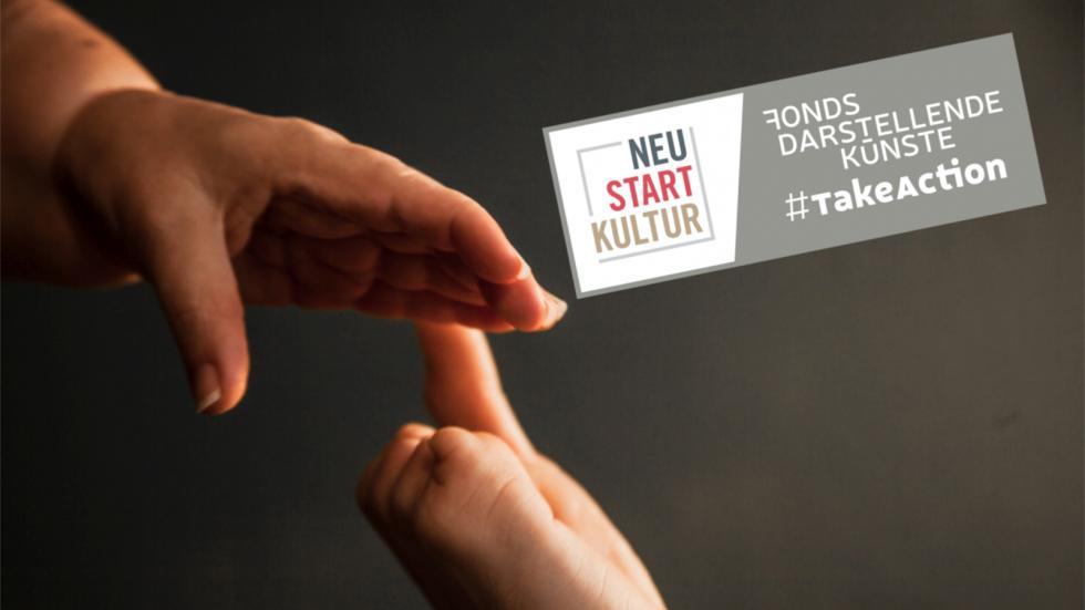 Zwei Hände berühren sich fast. #TakeAction